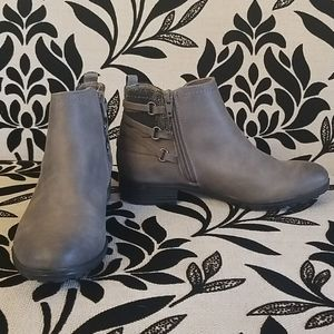 White Mountain Gray Ankle boots Sz 6.5